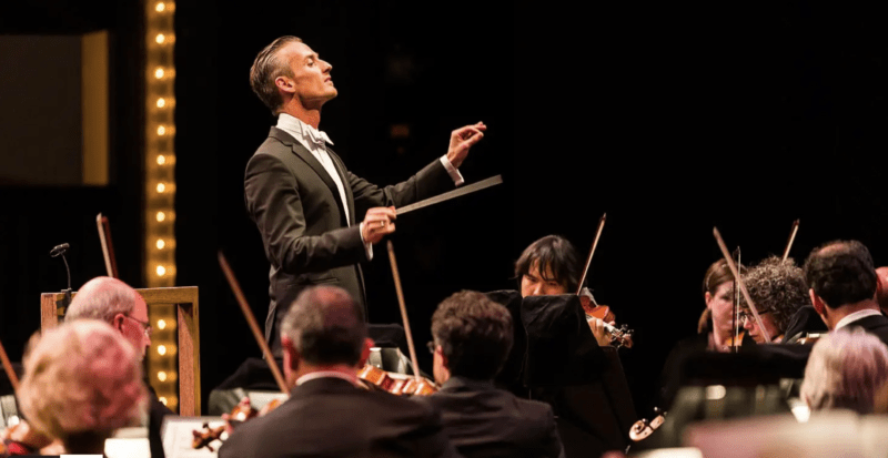 Music Director Alexander Shelley conducts the NAC Orchestra